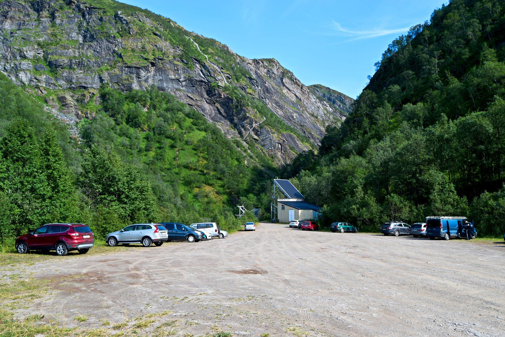 Start point for the hike up Fykantrappa to Rallarbrakka